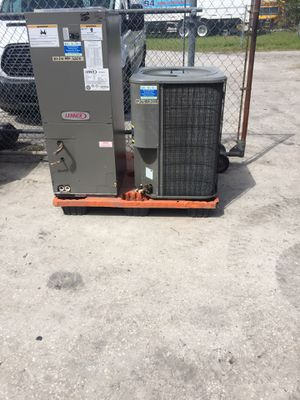 2 Ton heat pump LENNOX 410-a AC air conditioner for Sale in Tampa, FL