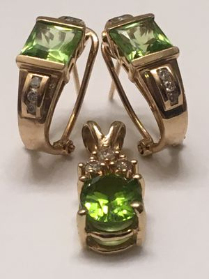 14KT GOLD AND PERIDOT EARRINGS & PENDANT WITH DIAMOND ACCENTS for Sale in Brentwood, CA