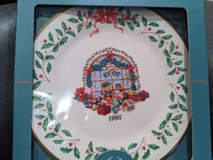 "Lenox 1995 Annual Christmas Collector Plate ""Toy Shop"" 10 5/8"" in box for Sale in Palm Harbor, FL"