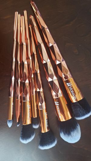 Luxury rose gold diamond shape makeup brush set from LA Makeup for Sale in Los Angeles, CA