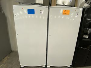 Whirlpool freezer less new scratch and dent for Sale in Bowie, MD
