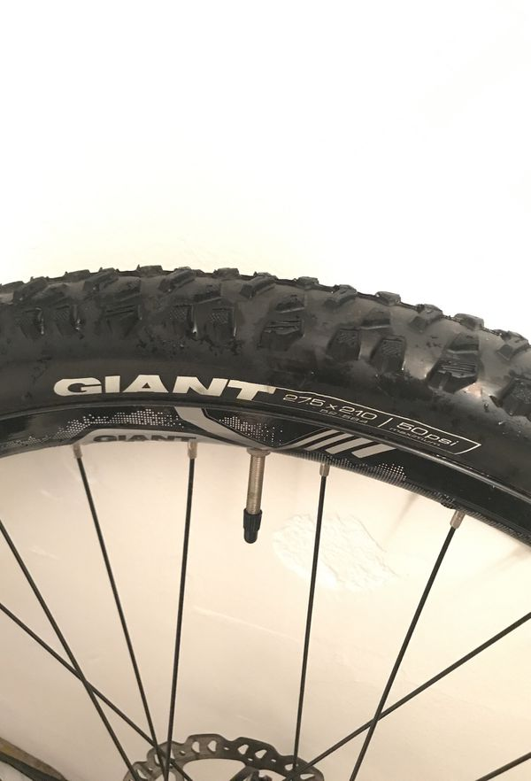 Bike by Giant ALUX Technology 27.5 in x 2.10