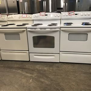 COILS ELECTRIC STOVE IN EXCELLENT CONDITION 4 MONTHS WARRANTY for Sale in Baltimore, MD