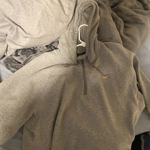 Nike Sb Sweater Size XL for Sale in Tacoma, WA