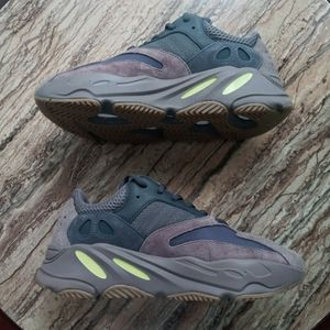 YEEZY 700 MAUVE!! SIZE 9 BRAND NEW!! WITH BOX!! 300$ OR BEST OFFER!! NO TRADES!! for Sale in Philadelphia, PA