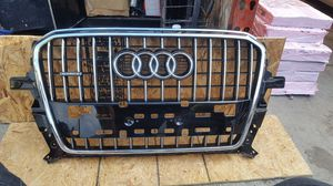 2013 2016 AUDI Q5 Front bumper grille OEM used 8R0.853.651 AB for Sale in Wilmington, CA