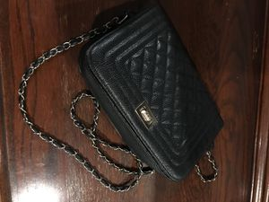 Black purse with gold chain for Sale in El Paso, TX