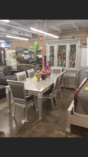 Dining table for 6 with Buffett for Sale in Tracy, CA