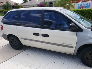01 Dodge caravan for Sale in Pompano Beach, FL