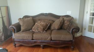 Beautiful Leather Couch for Sale in Clarksville, MD