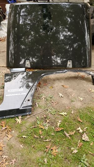 Jeep wrangler hood and fender right 07 to 14 for Sale in Glen Ellyn, IL