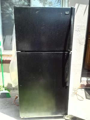 Refrigerator in good condition for Sale in Denver, CO