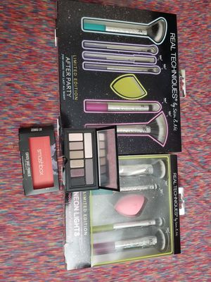 2 makeup brush sets and 1 makeup palette for Sale in Gibsonton, FL