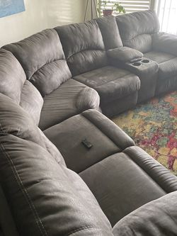 Big Sectional Sofa W/ Recliners On The End. Good Condition . for Sale in Long Beach,  CA