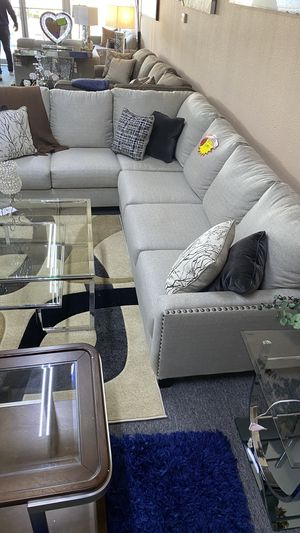L Shaped Grey Sectional with metal pins and PIllows 2HV1 for Sale in Euless, TX