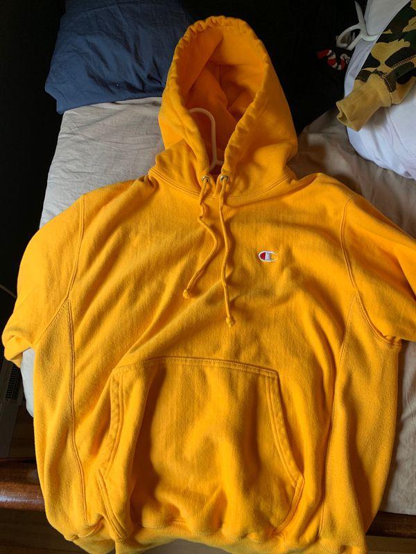 Champion reverse weave yellow hoodie - Size US M