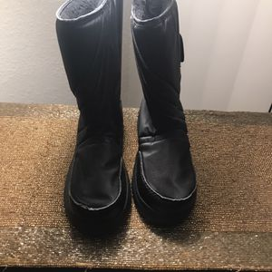 $20 KIDS SNOW BOOTS SIZE (1) for Sale in North Tustin, CA