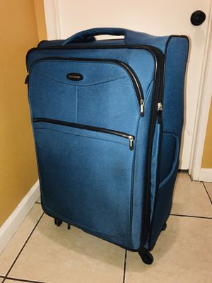 "Luggage - 30"" Navy Longport Upright Spinner Samsonite . Used still on perfect condition for Sale in Bloomington, CA"