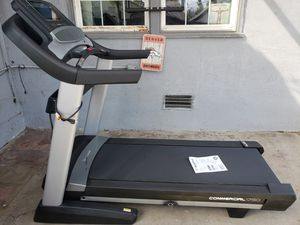"""NORDICKTRACK 1750 COMMERCIAL TREADMILL SEMI NEW 2019 MODEL 10"""" LCD SCREEN BLUETOOTH iFIT for Sale in Fresno, CA"""