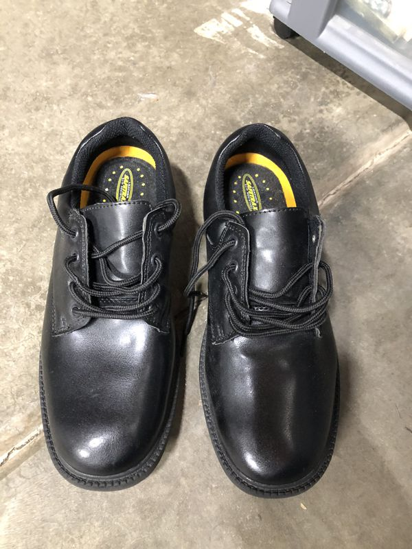 Men's dress shoes size 9 worn a few times still in new condition