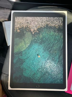 iPad Pro 12.9 second generation 256 GB cracked screen for Sale in Seattle, WA