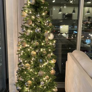 6.5 Ft Pre Lit Christmas Tree for Sale in Rockville, MD