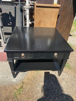 Black wood center coffee table for Sale in Azusa, CA