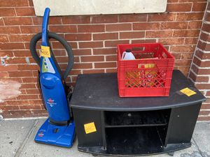 Free tv stand,tide pods and vaccum for Sale in Baltimore, MD