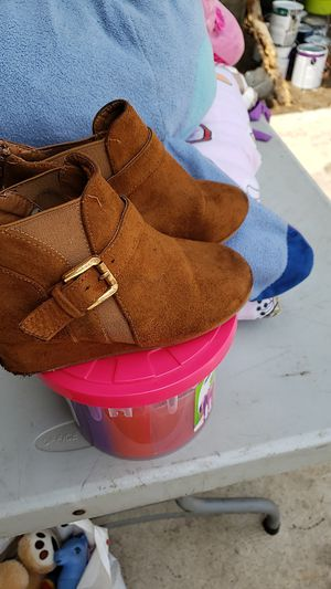 Free girl shoes for Sale in Ceres, CA