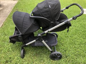 Evenflo Pivot Xpand stroller system with car seat for Sale in Houston, TX