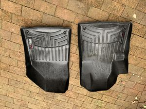 Jeep Cherokee floor liners for Sale in Cleveland, OH