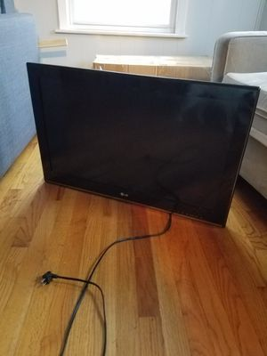 Lg 32 tv lcd for Sale in Malden, MA