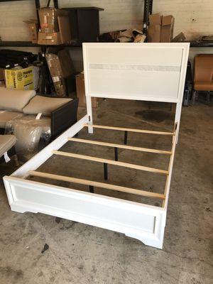 FULL size white platform bed frame for Sale in Garden Grove, CA