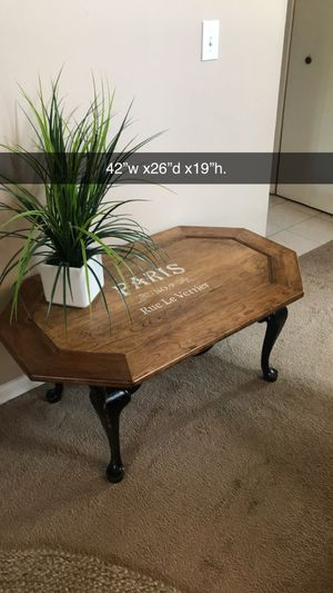 Beautiful solid wood coffee table. for Sale in Naperville, IL