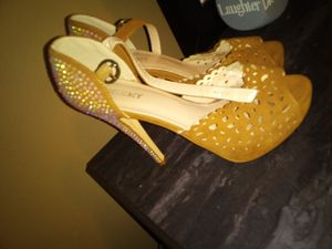Delicacy heels tan size 10 for Sale in St. Louis, MO