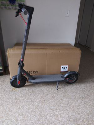 Electric scooter 2020 300w for Sale in Los Angeles, CA