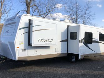 2017 Flagstaff Super Lite 26ft With 2 Slides for Sale in Rochester Hills,  MI