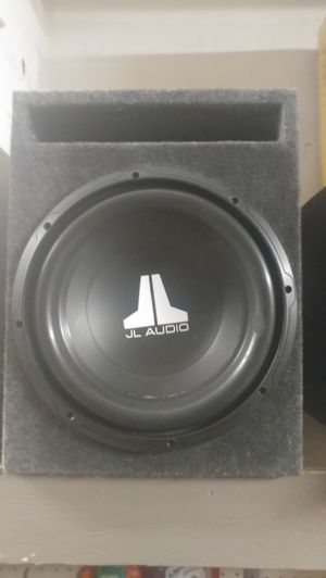 12in JL Audio in ported box for Sale in Fresno, CA
