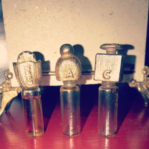 Antique perfume holder with 3 bottles one has original perfume full bottle. Amazing detail in craftsmanship 1920s for Sale in Ardsley, NY