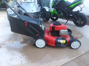 Troy-Bilt lawn mower Glass Factory stickers starts with and shuts off needs carburetor cleaned for Sale in ARROWHED FARM, CA