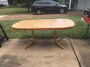 Kitchen table with leaf for Sale in Affton, MO