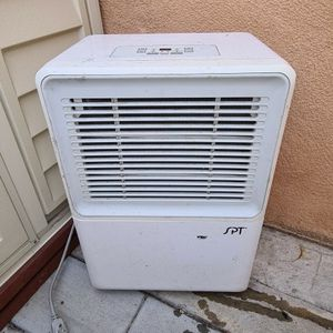 Dehumidifier 70 Pint SPT with Drain Pump for Sale in Los Angeles, CA