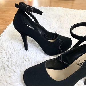 Women's suede heels for Sale in Bell, CA