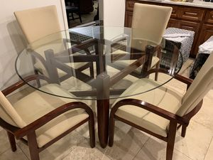 Beautiful kitchen/dining room table with 4 chairs for sale! for Sale in Phoenix, AZ