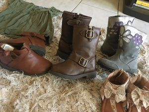 Toddler girls shoes/boots/ clothes for Sale in Rancho Linch, MX
