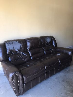 Free recliner sofa for Sale in Encinal, TX