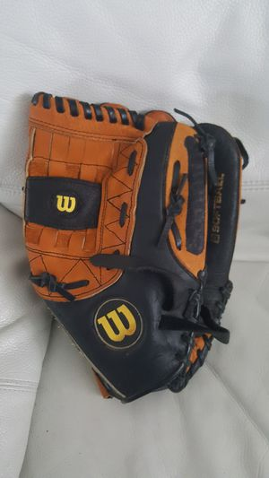 """Wilson A700 12.5"""" RHT Baseball Glove Ecco Leather for Sale in Tampa, FL"""