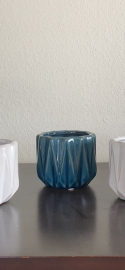 Bundle of 3 ceramic pots - 2 white and 1 blue for Sale in Carlsbad,  CA