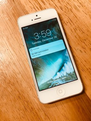 iPhone 5 Silver Carrier Unlocked for Sale in Nashville, TN