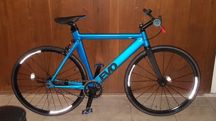 "Metallic Blue Authentic ""Evo (17T)"" Feather-Weight Single Speed Alloy Fixie Bike M/L Size 58 In Excellent Condition 10/10. for Sale in Rowland Heights,  CA"